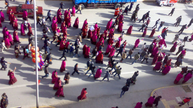 2008年3月14日のラサの街頭