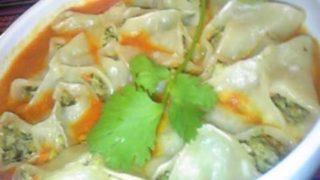 「モモ」と呼ばれる蒸し餃子に似た食べ物