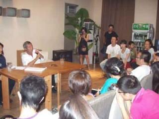ティーチ・インでの田壮壮監督。参加者の熱心な質問が延々と続く。