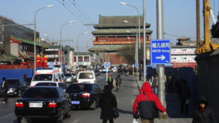 並木が切られた後の、永寧橋から見た鼓楼の景色