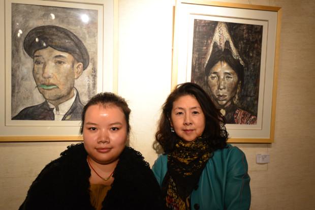 源生坊の劉暁津氏(右)と曹箏琪娜氏(左)