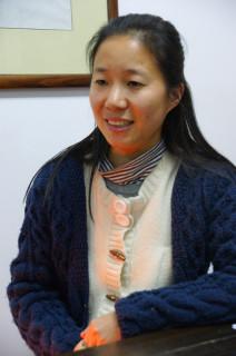 年画制作室の副主任を務める喬蘭蓉さん