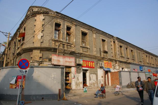 北京では珍しい上海里弄式建築、泰安里の一角。昨年から住民の立ち退きが進行