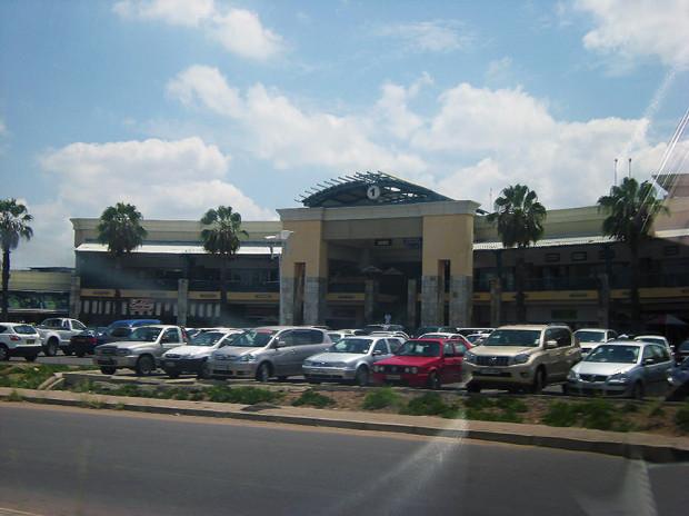 ボツワナ首都ハボロネのショッピングモール(2013年1月筆者撮影)