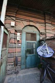 悦香院跡の一部。美しいアーチつきドアに、かつての華やかさの名残が。