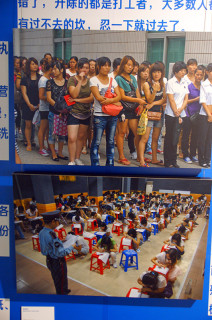 占有兵 上「面接を待つ」2011年、下「採用試験」2007年、いずれも広東省東莞市で撮影(写真/張全)