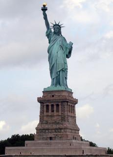 コーズマーケティングにより修復基金が得られた米国・ニューヨークの自由の女神像