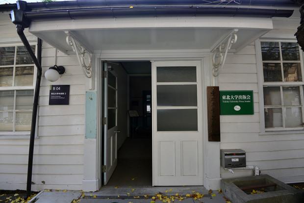 6号教室と切り離された、オフィスとして使われている方の建物