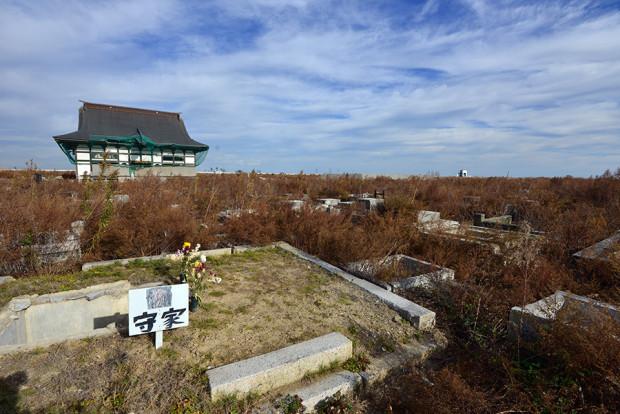 地震で墓石が倒壊してしまった墓地(墓石は別の場所に移動)