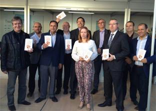 本の発表会の記念写真