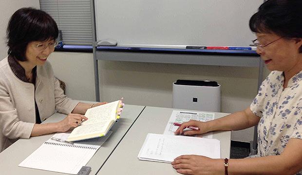 金佩華氏(右)と福岡愛子氏(右)