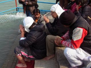 ハリドワールのガンジス河で行われた散骨の儀式