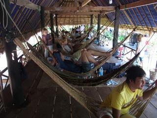 カンボジアへ来たらハンモック生活
