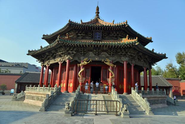 ヌルハチの時代に建てられた大政殿。この前には十王亭が左右対称に並ぶ。清王朝の八旗制度の特色を強く残した建物とされる(張全撮影)
