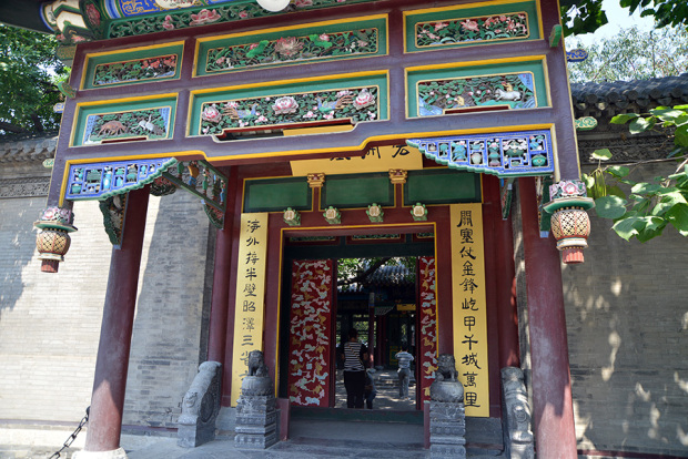 「張氏帥府」の門(張全撮影)