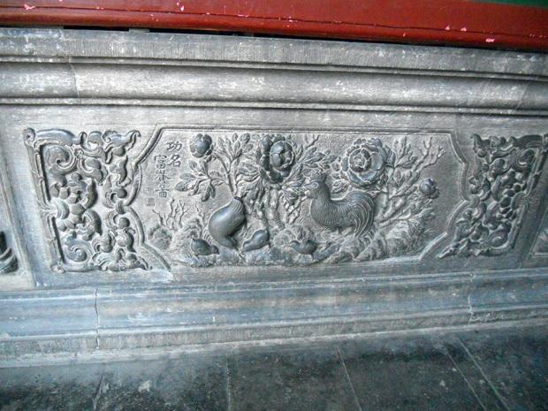 四合院の廊下部分に残る彫刻(筆者撮影)