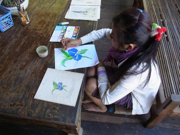 デザインの勉強する少女