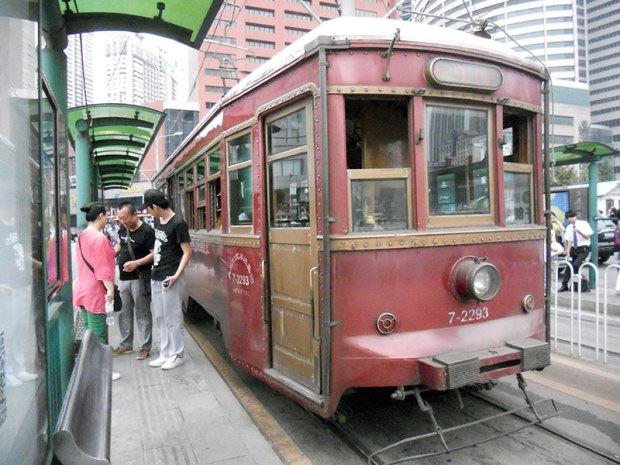 旧型の路面電車。車体は70年以上前のものといわれている(筆者撮影)