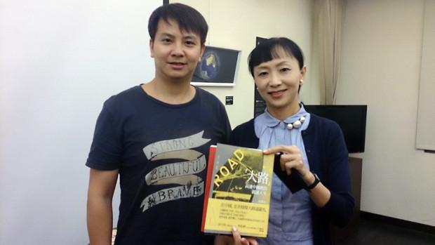 張贊波監督(左)と著者