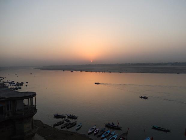 インド聖地バラナシ ガンジスの夜明け