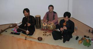 来日タイ北部民謡の若手グループとの共演