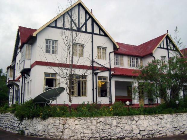 ガローに戦前からあるホテル