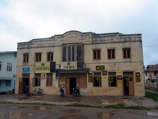 カローに残る古い建物