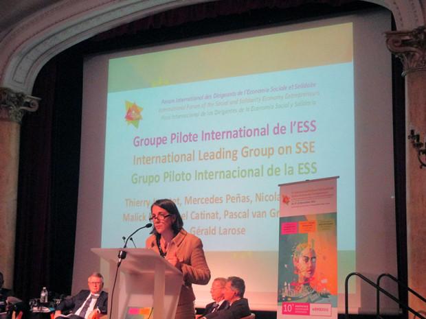 モンブラン会議で発表するメルセデス・ペニャス女史(コスタリカ大統領夫人)