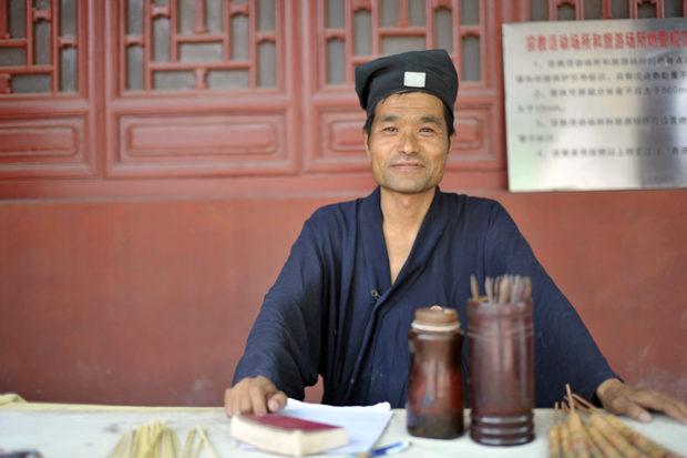 延慶観の筮竹占い師