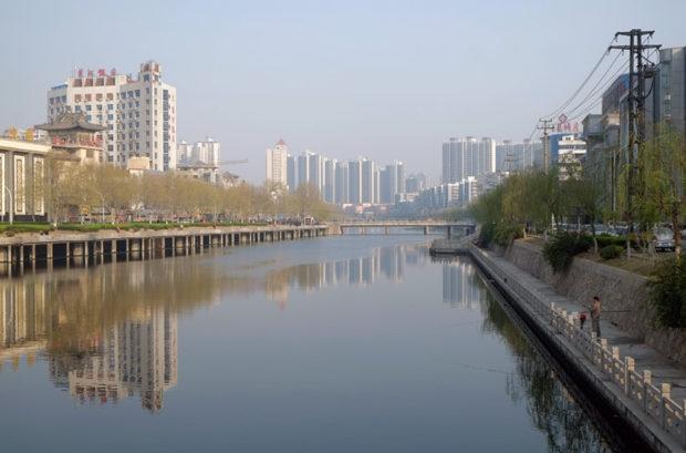 市街を西から東へカギ型に流れる廃黄河。徐州市でいちばん大きな河川