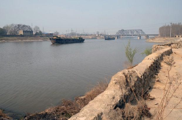 大運河は徐州の北郊外を流れ水量も豊富だ。市街の迎春橋のたもとでその支流が廃黄河に合流している