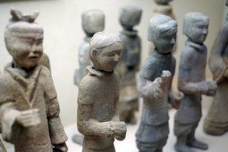 徐州兵馬俑。小人のような俑は西安に出土したものをコンパクトにしたような風情だ
