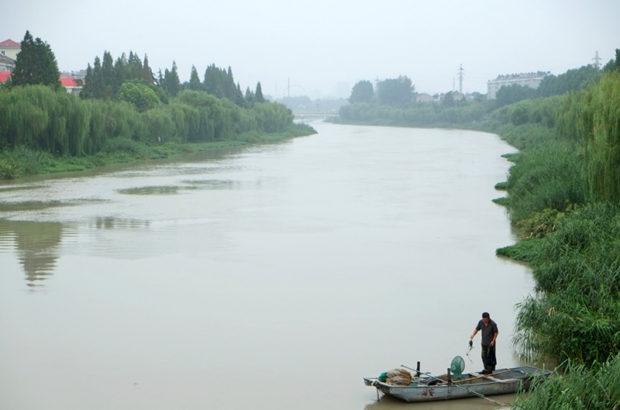 ▲廃黄河は淮安市街の北部をほとんど自然のまま静かに流れている