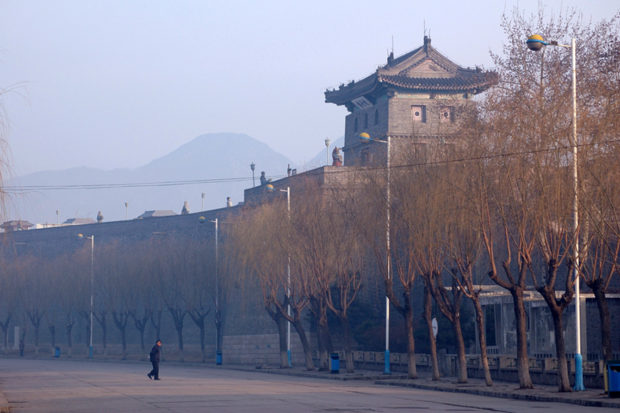 山海関は城壁の街。関内を護る軍事の要衝だったので、壁はひときわ高い