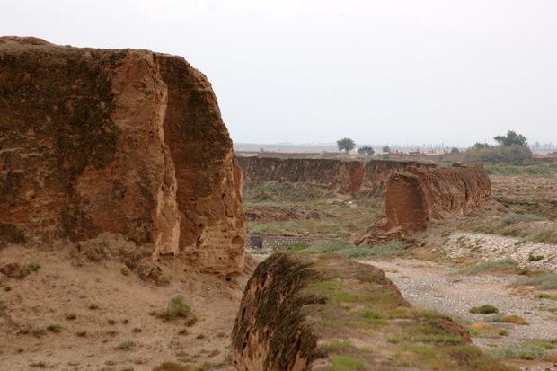 山丹長城。武威と張掖の中間の蘭新公路沿いにある土長城