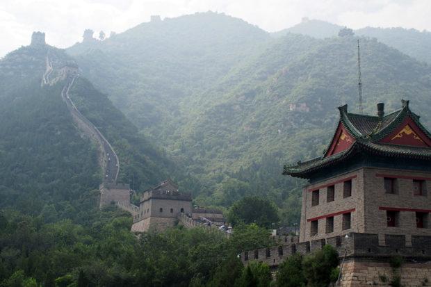 居庸関。関溝から一気にそそり立つ長城は登るのが大変だ
