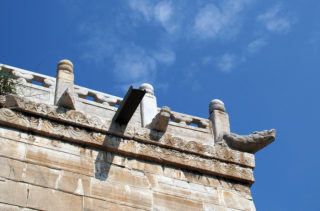 雲台上部の欄干に刻されたレリーフは元代のものとされる