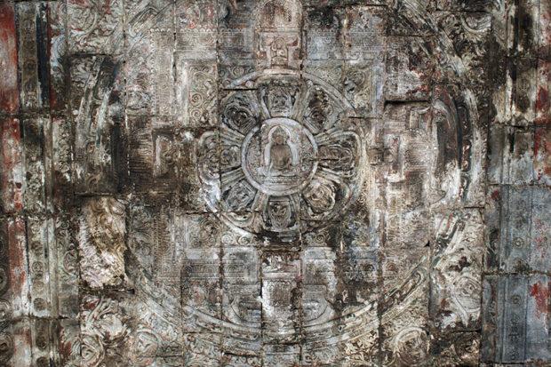 雲台の内壁に刻された曼荼羅