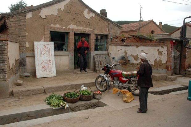 独石口に一軒だけある肉屋。前世紀70年代ころの北京郊外の雰囲気もこうだった