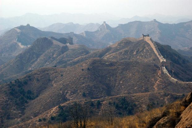 遊牧地帯との境界を画する外長城(金山嶺)