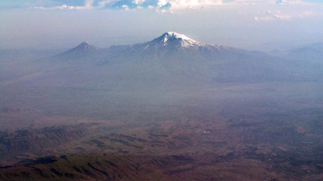 頂上付近で船の残骸が見つかったというアララート山
