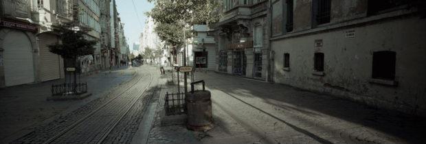 イスタンブールの旧市街。ガラタ地区には小さなトラムが走っている
