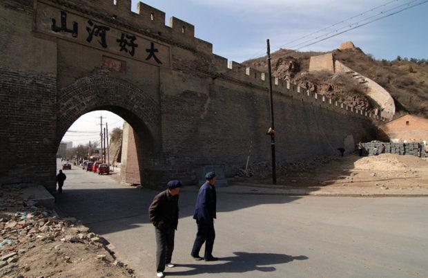大境門。北壁(外側)に刻された「大好河山」の四文字が中華世界と遊牧世界を画している