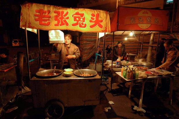 兎の頭は庶民料理の代表、大同の名物である。夜の屋台で市民に供される