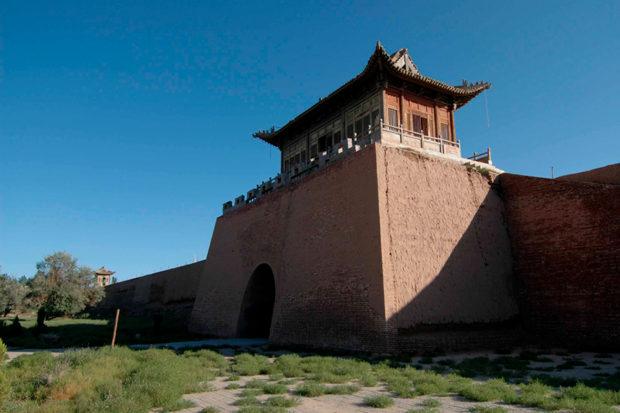 横城堡城門。内部には明代長城を護った兵営があったが、今はときどき映画の撮影などに使われる