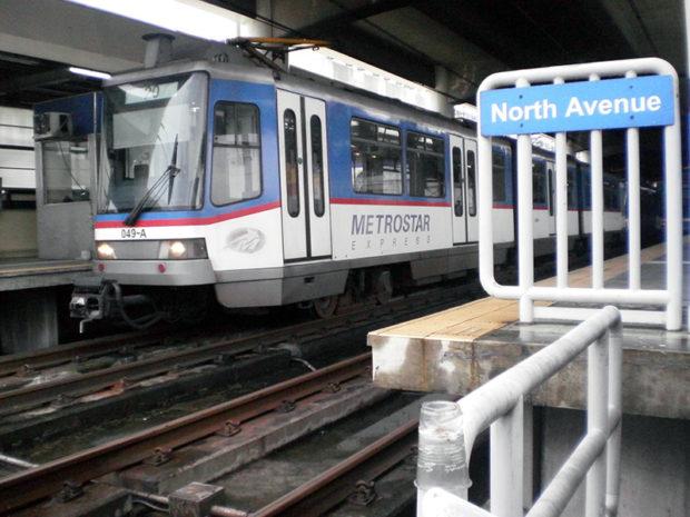 政府の補助金により安い運賃で運営されているマニラの都市鉄道(ウィキペディアより)