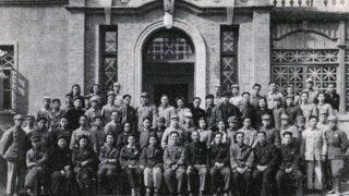 開局当時の北平新華廣播電台:最前列左から6人目が陳真(陳真『柳絮降る北京より』から)