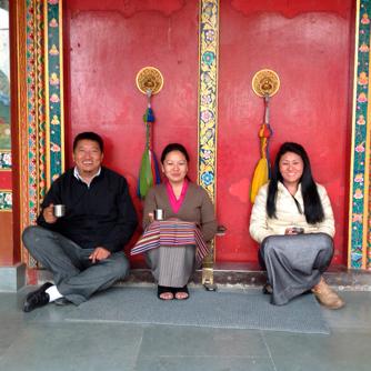 チベット人は日本人と似ているが、男女ともに骨の細い華奢なお公家さまタイプの人はいない
