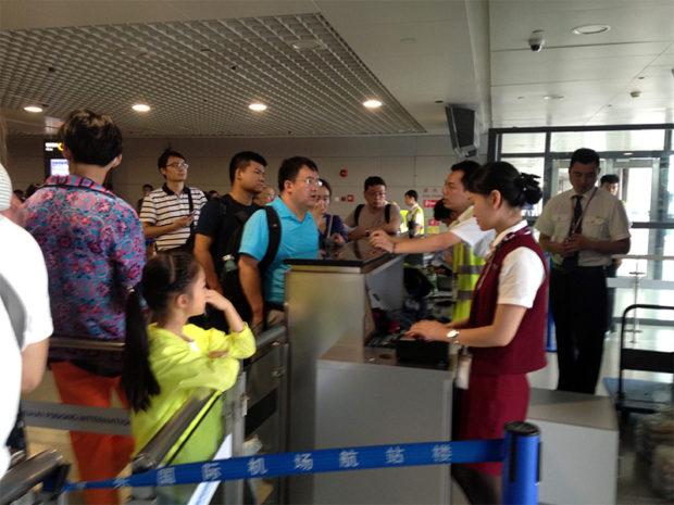 中国の夏休みの空の国内便は大混乱。頻発する原因不明のフライトキャンセルと遅延に激昂する人々