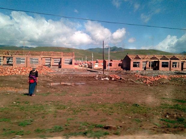建設途中のチベット人村落 撮影/筆者